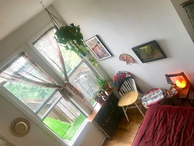 Private Bath & Fire Escape Brooklyn Bedroom