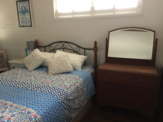 Room available in private home - Hillsborough - Hus