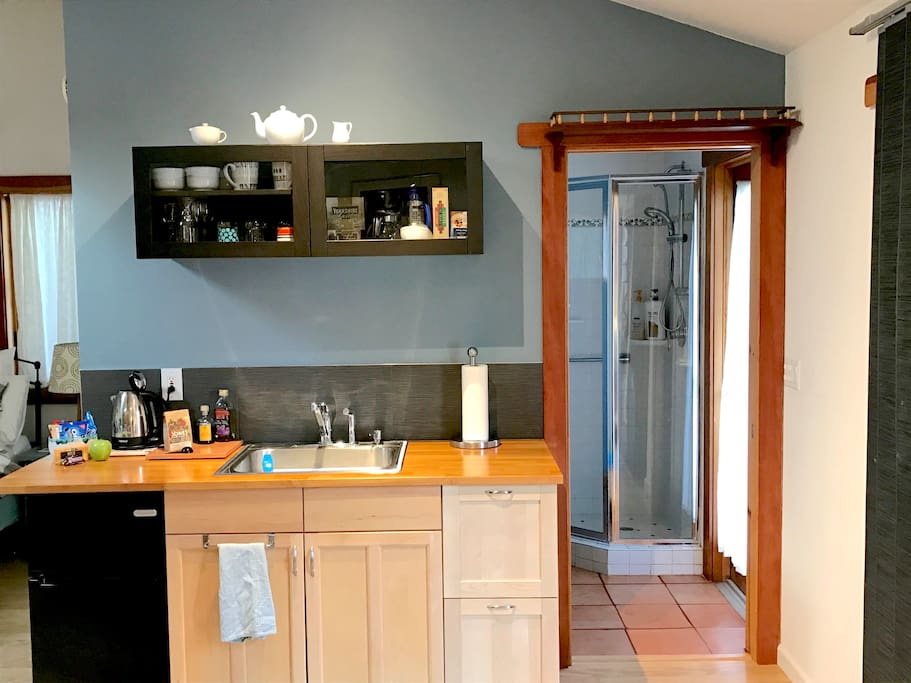 Updated - kitchenette - sink, microwave & toaster oven available