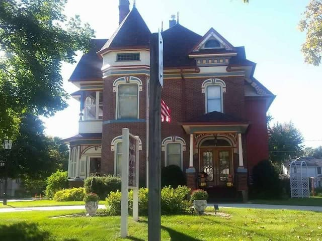 Front of the Queen Anne BnB