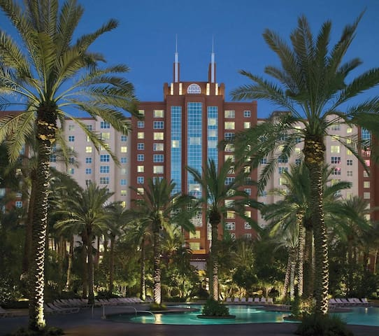 Hilton Grand Vacations at Flamingo: 1-BR, Sleep 4