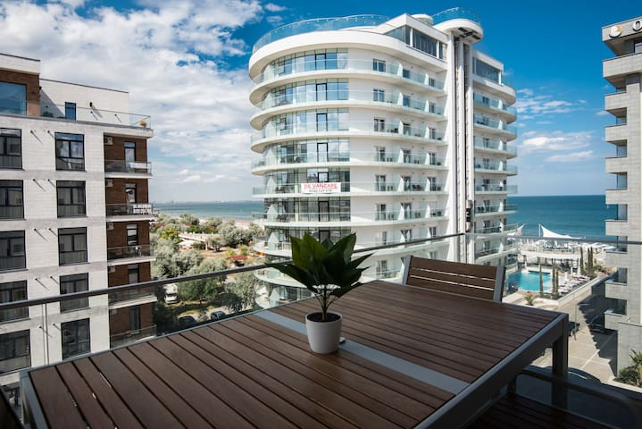 Lotus Apartment Mamaia 5* Host