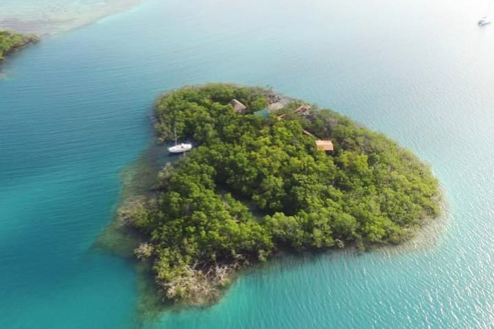 Hideaway Caye. Your Own PRIVATE ISLAND !