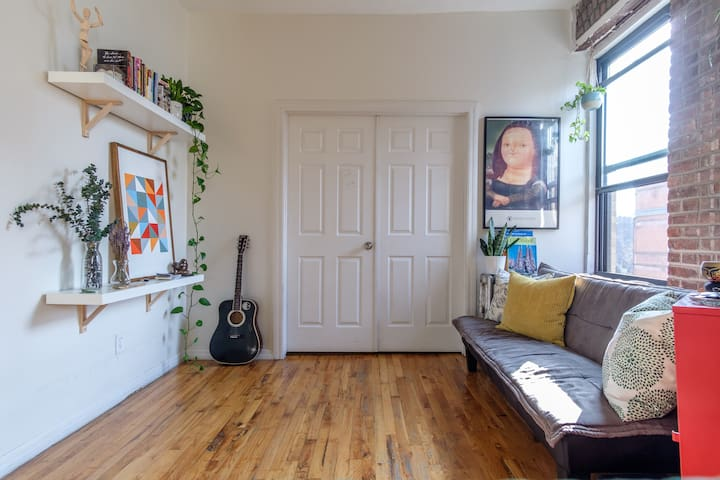 Cozy+Sunny 2 bedroom apt. close to Central Park