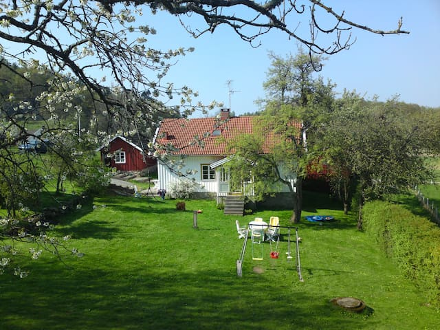 Charming farmhouse! - Tjörn N