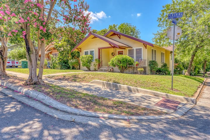 Renovated home w/ full kitchen, free WiFi & outdoor areas close to everything!