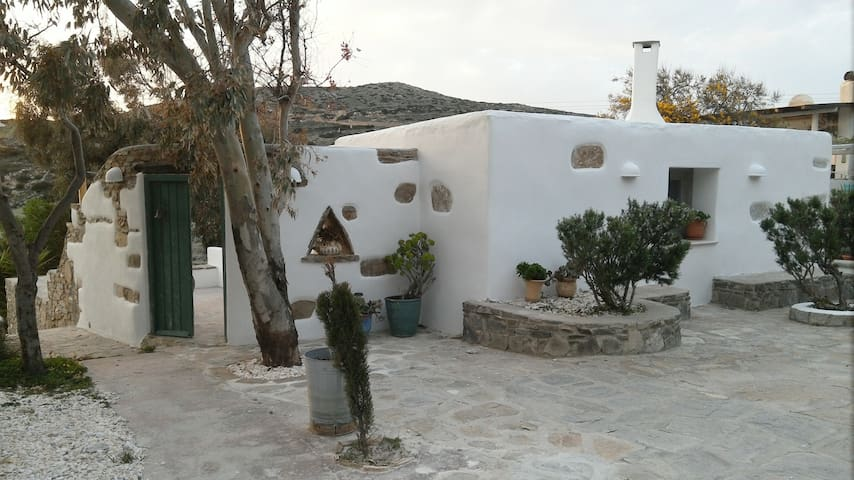 Cozy Guest House, on the mountain, near Parikia - Paros - Domek gościnny