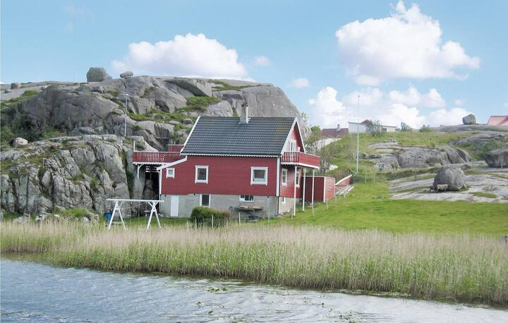 Beautiful home in Sirevåg with WiFi and 5 Bedrooms