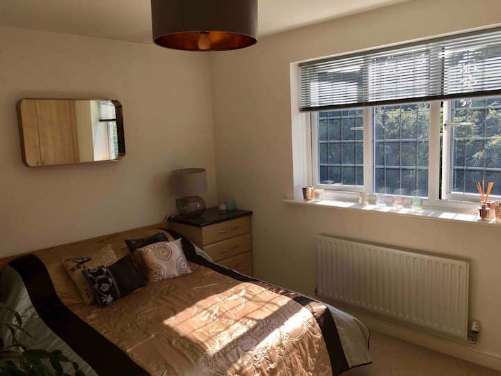 Bright+modern double deluxe room+en-suite, Newark