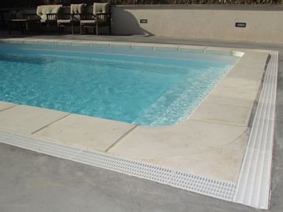 Appt de 45 m2 jardin piscine commune apartments for rent for Jardin 45 m2