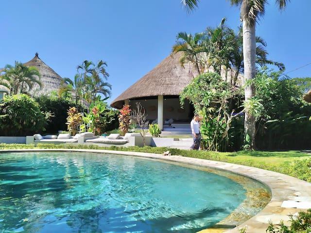 Canggu private villa 6 bedrooms 6 bathrooms