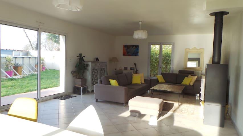 Agréable maison avec piscine 6 personnes - Sainte-Soulle - Huis