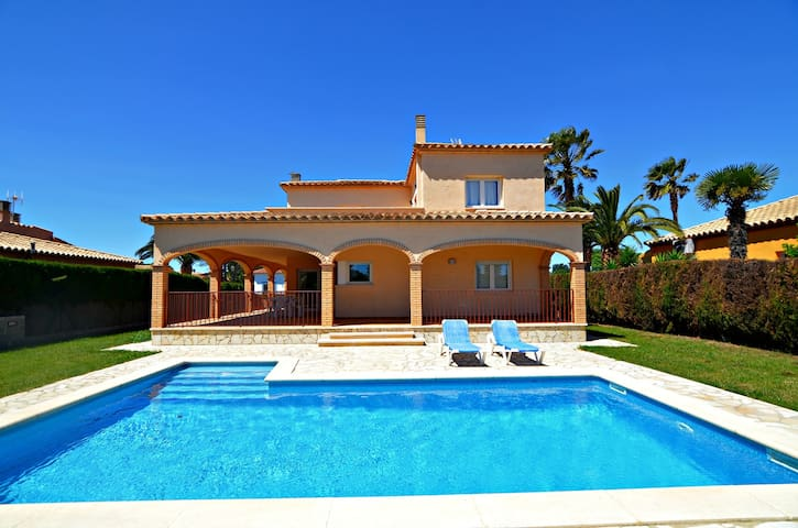nautic 12 casa todo en planta baja - Sant Pere Pescador - Huis