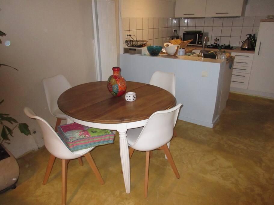 Espace salle à manger / cuisine