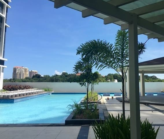 Clean and comfortable condo close to Cebu airport