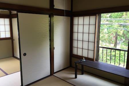 北鎌倉駅から歩いて30秒!一軒家ギャラリーの二階部分です - Dům