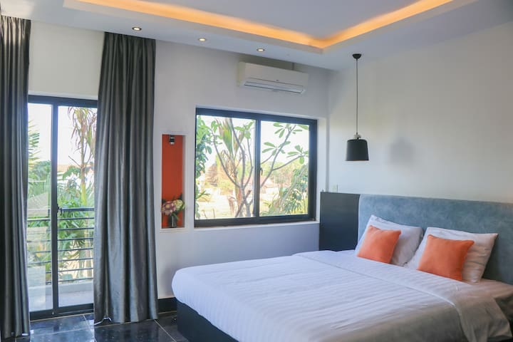 Private Deluxe Room, Free airport pick up and bike