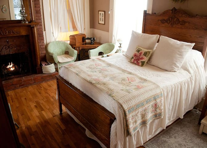 Quilt Room - The Hatchery House