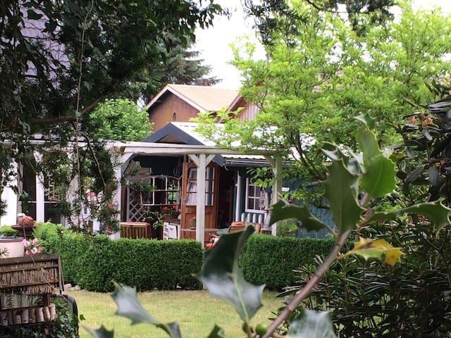LandLust im Garten  Gästehaus und Bauwagen