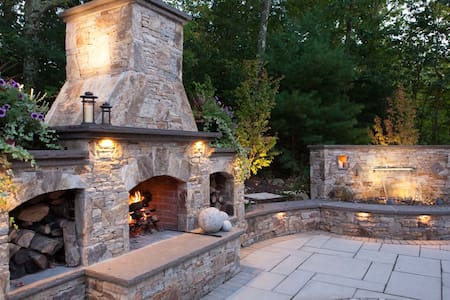 Premium outdoor living space (kitchen, fireplace, tv, dining), updated interior! - Eastham - 独立屋