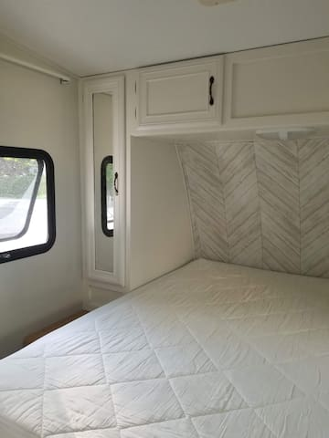 Master Bedroom - Bring your own linens
