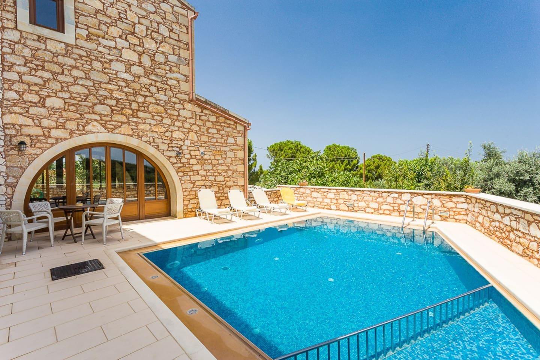 Villa Messogea has a 45m2 private swimming pool!