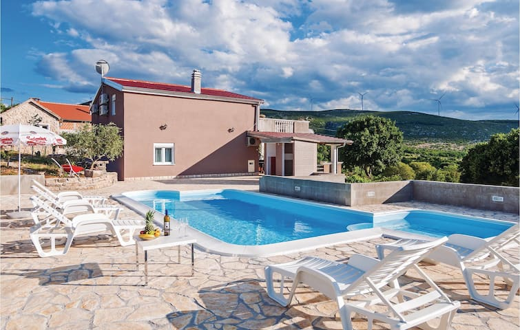 Holiday cottage with 5 bedrooms on 139 m²