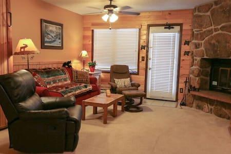 Cozy Rocky Mountain Studio Retreat - Granby - Huoneisto