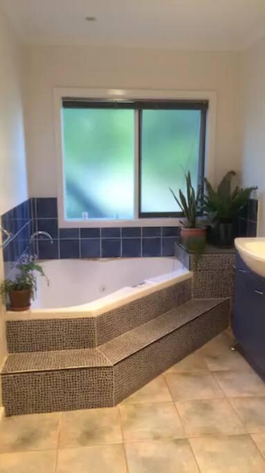 Shared Bathroom & Hot Tub