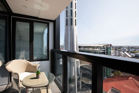 Dream under SkyTower- Modern Apt in the central !