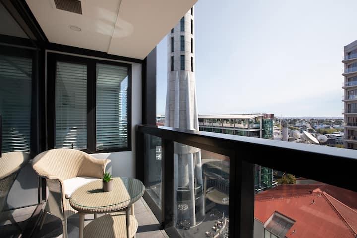 市中心的中心!天空塔脚下!全新精装豪华一室一厅公寓