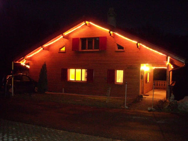My Swiss Ski Chalet (3+1 Double bedrooms) - Flums - Byt