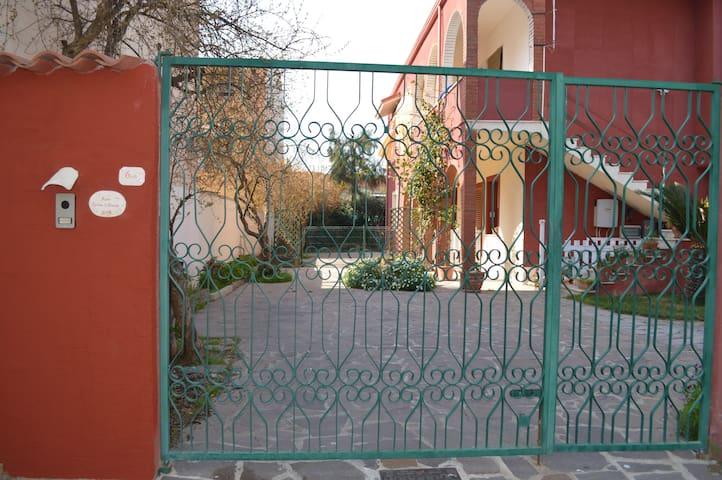 APPARTAMENTO LUMINOSO COMODO ADATTO ALLE FAMIGLIE - Assemini - Appartement