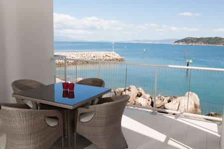 Grand Mercure - 1 Bedroom Waterview Apartment - Nelly Bay