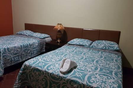"""Hotel Oasis colonial """"Trabajamos para Servir"""""""