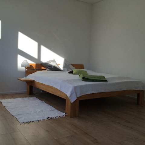 Zimmer in moderner, heller Wohnung im Grünen - Wardenburg - Apartment