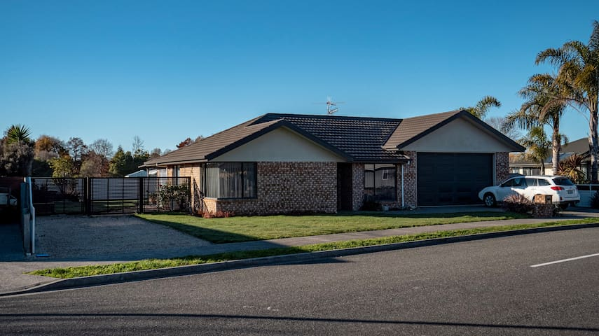 Modern and Spacious in Motueka.