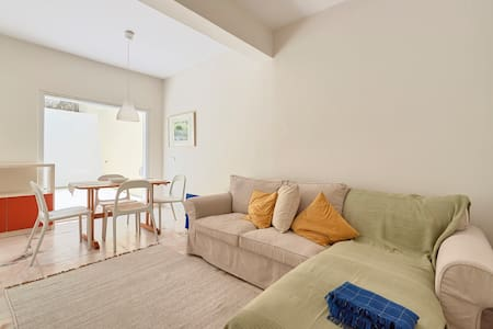 Apartment w/patio, 3 minutes from railway station