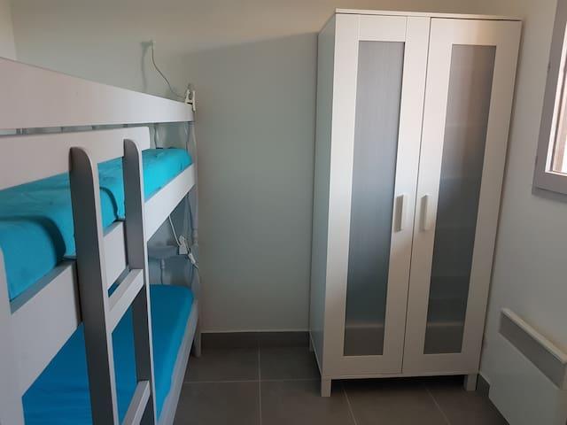 Chambre avec lits superposés (90x180)
