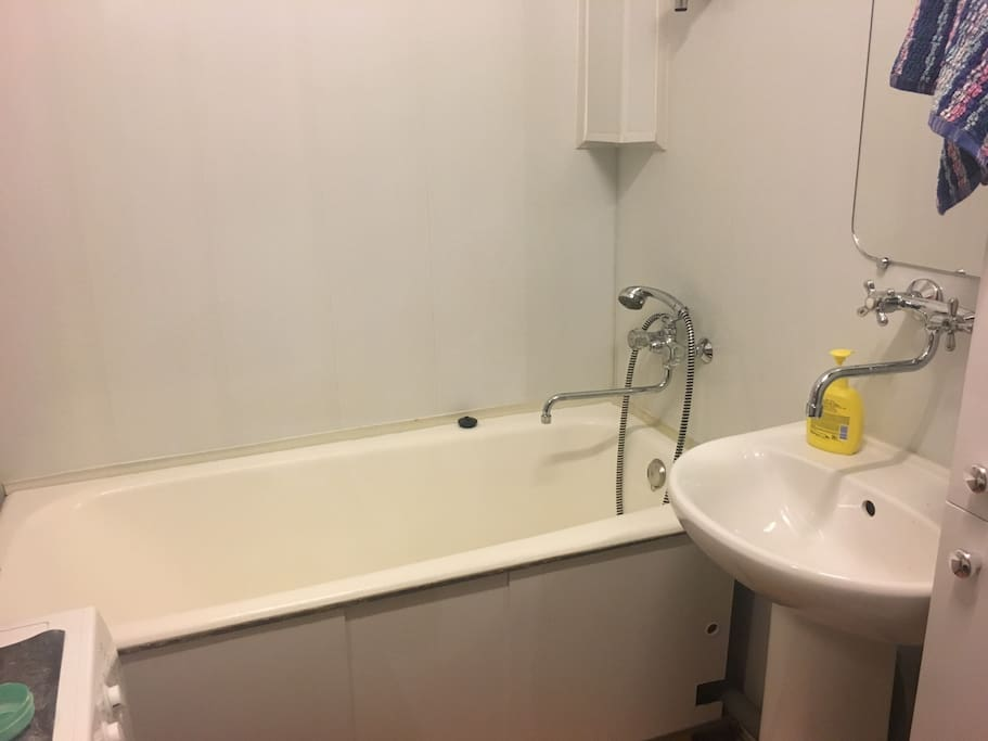 Общая ванная.