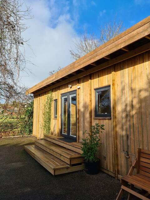 Unique cabin in private space - Rae's Retreat