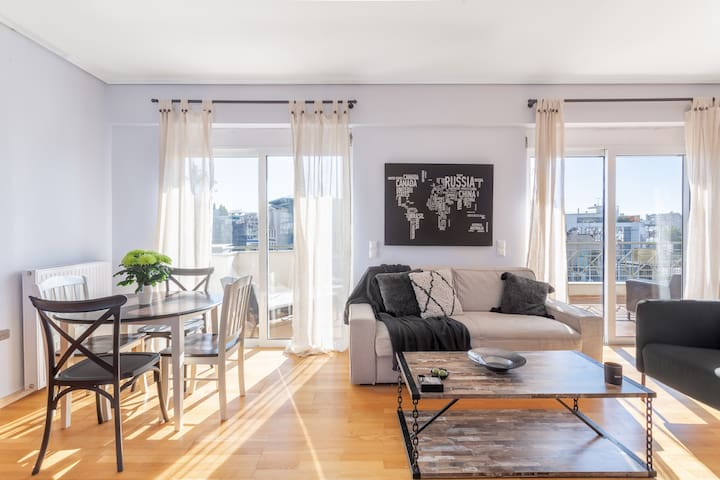 Penthouse with Acropolis view + private parking!