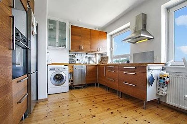3-Bedroom Charming & Bright Flat in a Calm Area