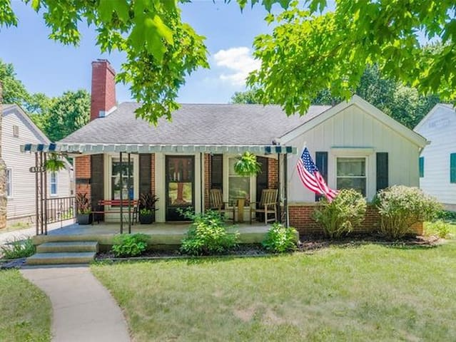 Cozy 3 bedroom house in the heart of Broad Ripple!