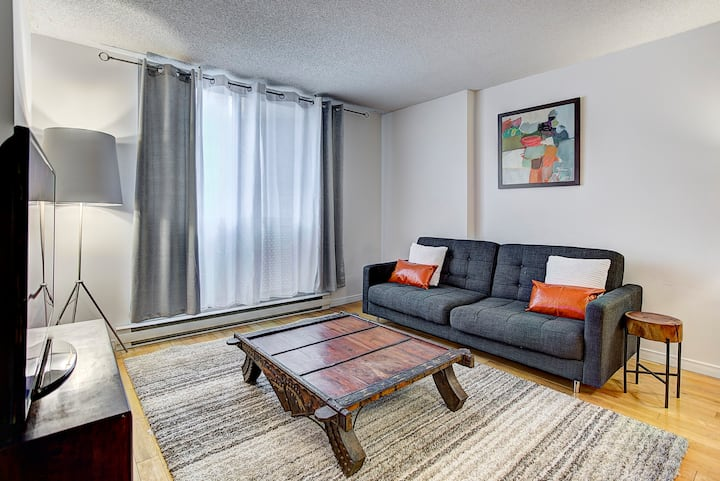 ★★★★★ Downtown  Relax Loft /w 2 bdrm's and parking