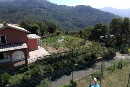 Casa nel verde nell'entroterra del Tigullio