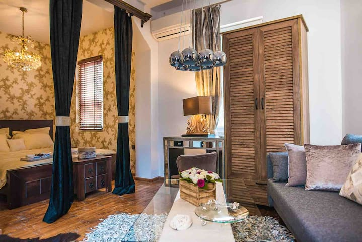 Entire Historic House/3 studios/ Old town /Kapana