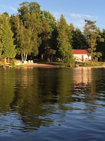 Waterfront Cottage A Fee's Landing - Kawartha Lakes - Kabin