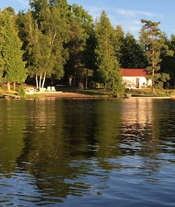 Waterfront Cottage A Fee's Landing - Kawartha-innsjøene - Hytte