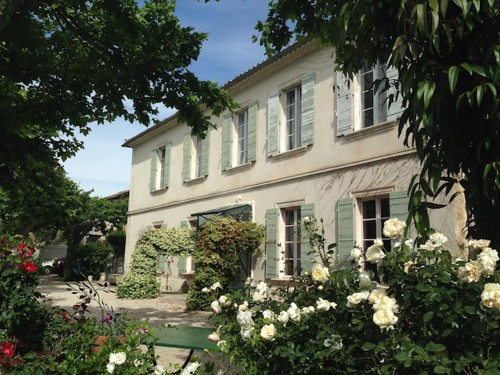 Superbe chambre B&B dans un Mas du XIXe à Avignon